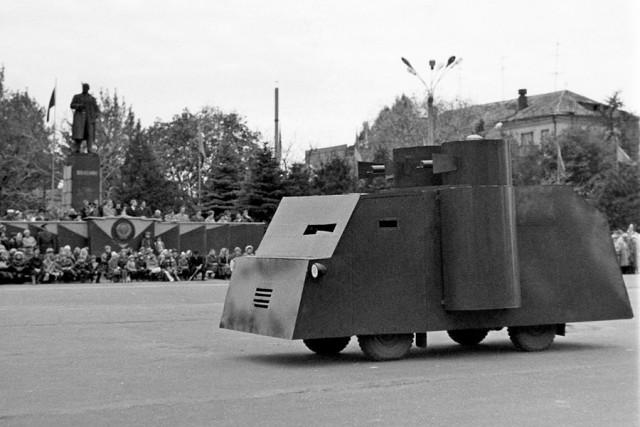 Театрализованное представление на площади в честь открытия памятника Дыбенко