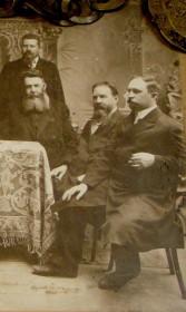 На переднем плане (справа) - Михаил Иванович Шведов