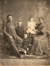 Мастюгин В.Ф. с супругой и детьми