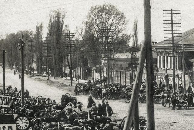 Фрагмент почтовой открытки 1918 г. Долгоруковская улица в Новозыбкове