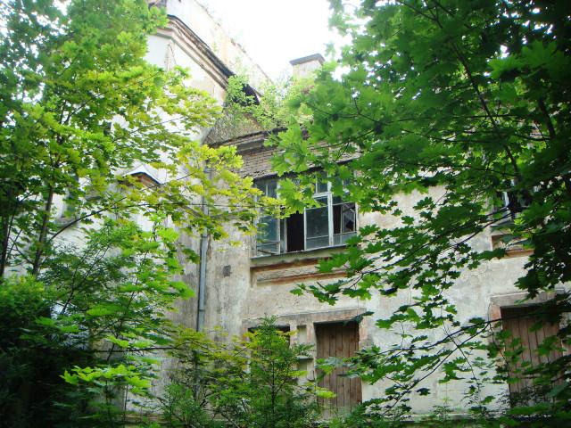 Здание бывшего главного корпуса станции 1930 года постройки - июль 2019 г