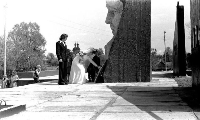 Военный мемориал в центре села Святск