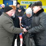 Вручение подарка ветерану Ю.Шукаеву