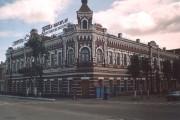 Дом Певзнера с неоновыми вывесками, 2003 год