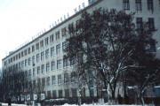 Здание швейной фабрики с правильными окнами, без магнитов и чикен-пицц, конец 1990-х