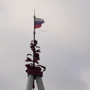 Флаг на вершине стелы, 2012 г., фото: А.Дмитроченко